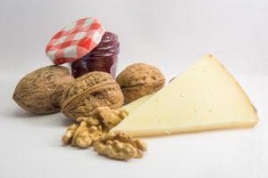 Nueces con queso y mermelada de frambuesas Bilcosa Mercabilbao Frutos secos receta